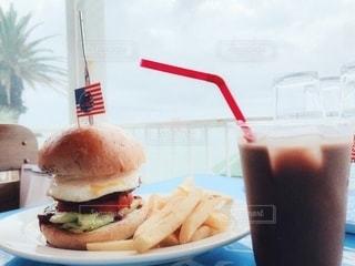 ハンバーガーと一緒にの写真・画像素材[3489946]