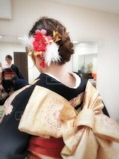 女性,風景,髪,屋内,鏡,人物,壁,人,髪飾り,イベント,メイク,和服,お祝い,晴れ着,ヘアアレンジ,髪の毛,成人式,美容院,和装,準備,行事,ヘア,成人の日