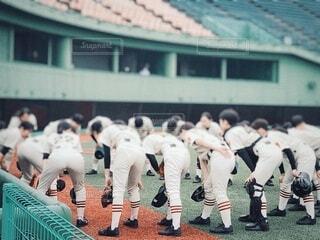 野球の円陣をくむ足元の写真・画像素材[4202072]