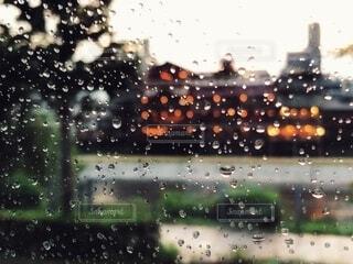 車窓からの雨の風景の写真・画像素材[4948147]