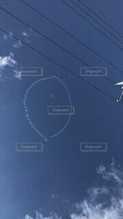 風景,空,屋外,イラスト,雲,絵,スマイル,飛行機雲,フライト,マーク,日中,見る,ニコちゃんマーク,スマイルプロジェクト,大空を見上げよう