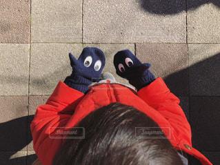 子供の顔つき手ぶくろの写真・画像素材[1805274]