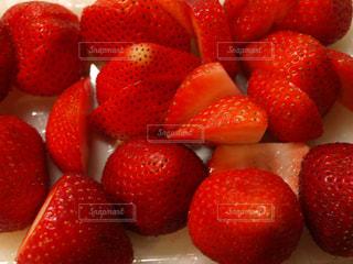 食べ物,赤,いちご,苺,フルーツ,果物,果実,ストロベリー,無加工,食材,複数,イチゴ,カットフルーツ