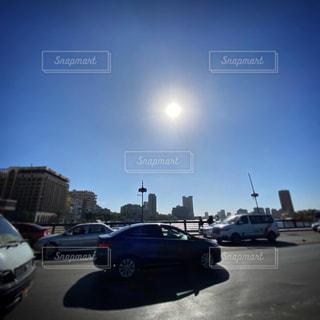 空,屋外,太陽,青空,車,道路,光,休日,ドライブ,エジプトの太陽