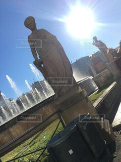 女性,恋人,1人,空,太陽,光,噴水,像,石,女神,記念碑