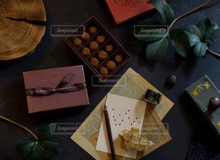 バレンタインにはラメゾンデュショコラのチョコレートをの写真・画像素材[2901131]