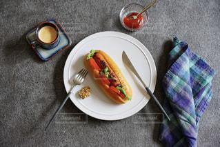 ホットドッグで朝食をの写真・画像素材[3275896]