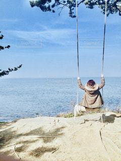 海の上のブランコの写真・画像素材[1757625]