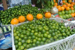 食べ物,フルーツ,果物,果実,台湾,生ジュース,グリーン,フレッシュ,すっぱい,シークワーサー