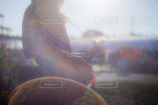 男がぼやけてをクローズ アップの写真・画像素材[801883]