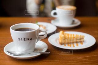 クローズ アップ食べ物の皿とコーヒー カップの写真・画像素材[932315]