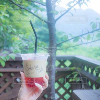 テーブルの上のコーヒー カップの写真・画像素材[936251]