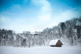 雪に覆われた建物の写真・画像素材[1017327]