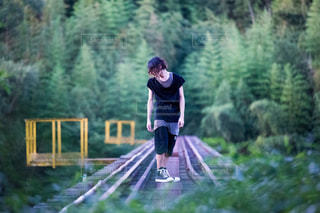 森の中の人の写真・画像素材[1052470]