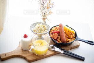 食べ物,ランチ,皿,おいしい,スキレット,ソーセージ,お家カフェ,コーンスープ,おうちcafe,鉄板ナポリタン,ジョンソンヴィル,お家cafe,お家喫茶,無限白菜,いちごミルクプリン