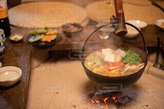 テーブルの上に食べ物を1杯入れるの写真・画像素材[3957374]