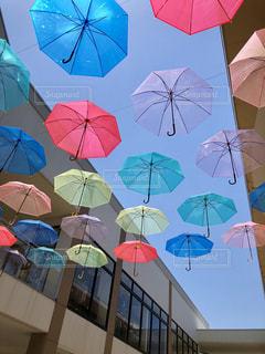 傘,カラフル,青空,カラー,ビニール傘,アンブレラ,ジャズドリーム長島,雨傘,傘アート,カラフル傘