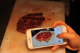 美味しいステーキの撮影。あっ!横から!!!の写真・画像素材[2299980]