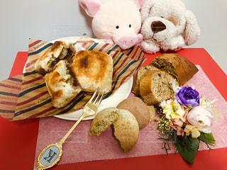 フォーク,パウンドケーキ,ぬいぐるみ,いぬ,クッキー,紅茶,バレンタイン,テーブルフォト,チョコ,チョコパイ,ぶた,友チョコ,本命チョコ