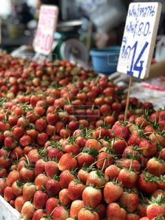 食べ物,散歩,いちご,フルーツ,果物,市場,マーケット,新鮮,ストロベリー,フレッシュ,散策,タイの市場,タイの風景,写っているもの