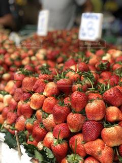 散歩,いちご,果物,マーケット,新鮮,ストロベリー,フレッシュ,散策,フレッシュフルーツ,タイの市場,タイの風景
