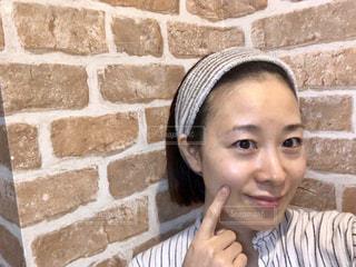 すっぴんで微笑む女性の写真・画像素材[1756819]