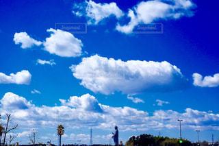 青い空に雲の写真・画像素材[1879473]