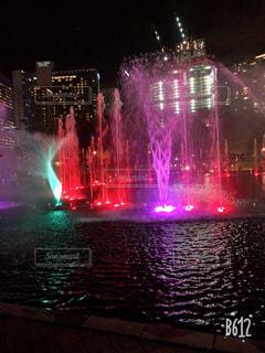 屋外,水面,夜の噴水ショー