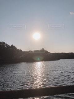 池と太陽の写真・画像素材[1863460]