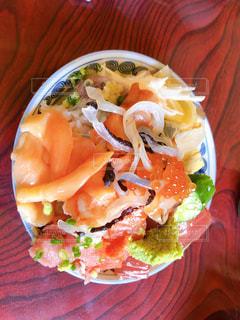皿の上の食べ物のクローズアップの写真・画像素材[2341893]
