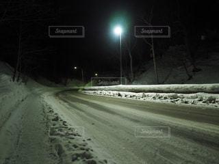 雪に覆われた道の写真・画像素材[1762049]