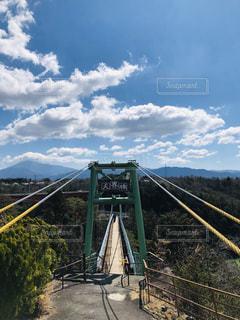 近くの橋の上の写真・画像素材[1865121]
