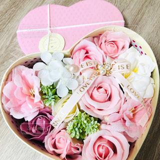 ピンクの花の花束の写真・画像素材[2127248]