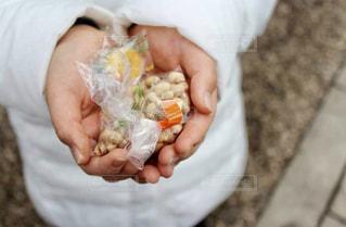 手,女の子,小学生,鬼,節分,10歳,豆まき,行事,家内安全,2月,無病息災,2月3日,節分の豆まき,節分の豆