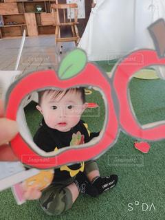 屋内,かわいい,フルーツ,人物,人,赤ちゃん,りんご,男の子,8ヶ月,フレッシュフルーツ