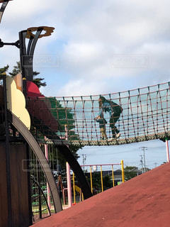 親子,子供,遊ぶ,遊具,吊り橋,親,追いかける,手を繋ぐ,おててつないで,将来役に立つ