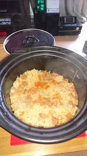 土鍋で炊く炊き込みご飯の写真・画像素材[1783523]