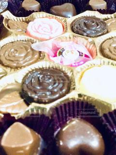 チョコレート ケーキ皿の上のトレイの写真・画像素材[1787916]