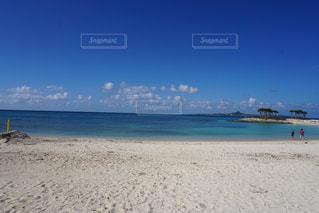 海の横にある砂浜のビーチの写真・画像素材[1864959]