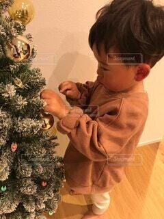 クリスマスツリー飾っての写真・画像素材[3978852]