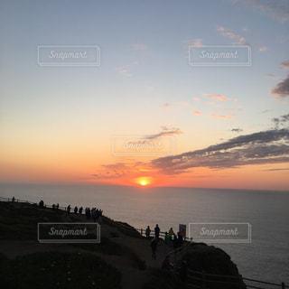 沈む夕陽の写真・画像素材[2374405]