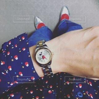 ファッション,足元,時計,手持ち,人物,服,ポートレート,ライフスタイル,時間,手元,待つ