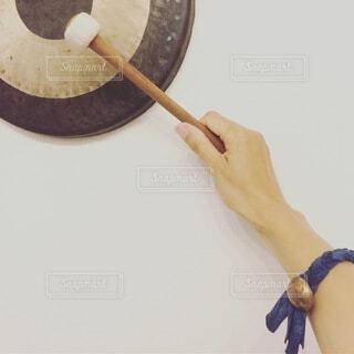 演奏,手,腕,手持ち,人物,楽器,ポートレート,ライフスタイル,手元,太鼓,銅鑼