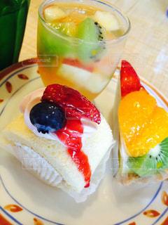 スイーツ,ケーキ,カラフル,果物,フルーツケーキ,フレッシュフルーツ