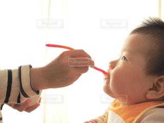 少年の口の中に歯ブラシで歯を磨くの写真・画像素材[1788945]