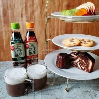 食べ物,コーヒー,皿,ボトル,りんご,クッキー,カヌレ,ドリンク,シャインマスカット,ぶどう