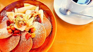 カフェでパンケーキの写真・画像素材[2252173]