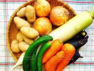食べ物,メニュー,野菜,竹,食品,健康,料理,大根,玉ねぎ,収穫,にんじん,ジャガイモ,食材,農作物,フレッシュ,菜食,感謝,ベジタブル,きゅうり,ナス,ザル,恵,下ごしらえ