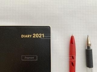 シンプルな手帳とペンの写真の写真・画像素材[4041902]