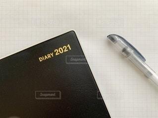 シンプルな手帳とペンの写真の写真・画像素材[4041901]